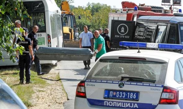 JEZIVE SCENE: Taksista stradao pred kućom, kranom dizali autobus da izvuku telo (FOTO)
