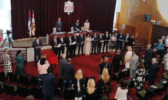 SG: Dašić novi gradonačelnik, evo ko su njegov zamenik i članovi Gradskog veća (FOTO)
