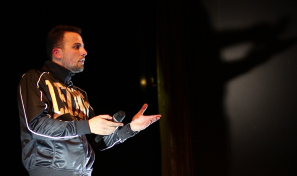 Beskonceptualni Stand up Semira Gicića u Kragujevcu