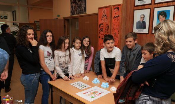 Učenički sajam o važnosti ozelenjavanja i očuvanja životne sredine po zdravlje (FOTO)