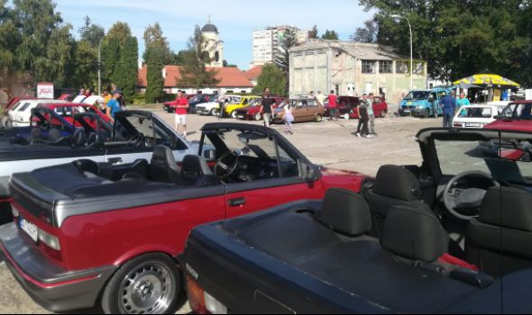 Ljubitelji Zastavinih vozila okupili se u Kneževom arsenalu (FOTO)