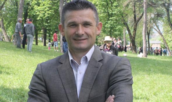 OBARANJE LISTE Vladice Stanojevića diglo prašinu: Rakić apeluje na ravnopravnost i da SNS najzad odmeri snage, Stanojević spremio tužbu; i 300 Kragujevčana veruje da će sud reći svoje