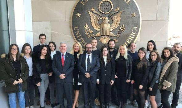 Ambasador Amerike Kajl Skat ugostio studente Pravnog prvi put od postanka fakulteta u Kragujevcu