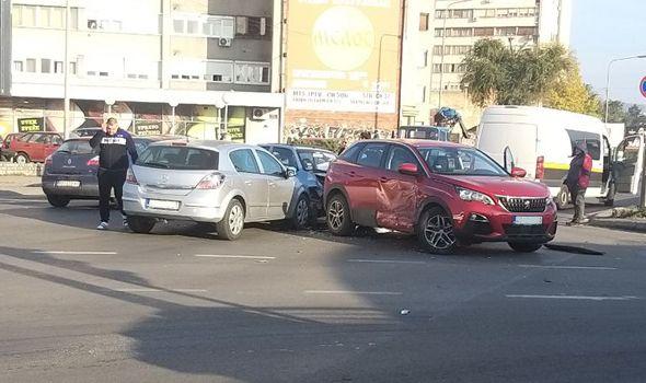 Sudar tri automobila kod Zastavinog solitera