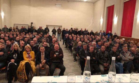Verko u prepunoj sali Doma kulture u Čumiću: Povećaćemo ulaganja u sela i smanjiti porez na imovinu (FOTO)