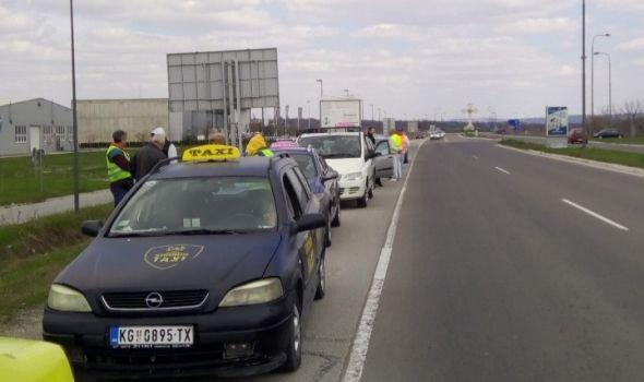 Protestna vožnja: Ogromnu kolonu napravili taksisti iz Kragujevca, Beograda, Novog Sada i Niša (FOTO)