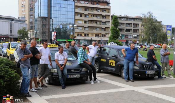 Protest taksista: Stižu i kolege iz Beograda, Novog Sada i Niša