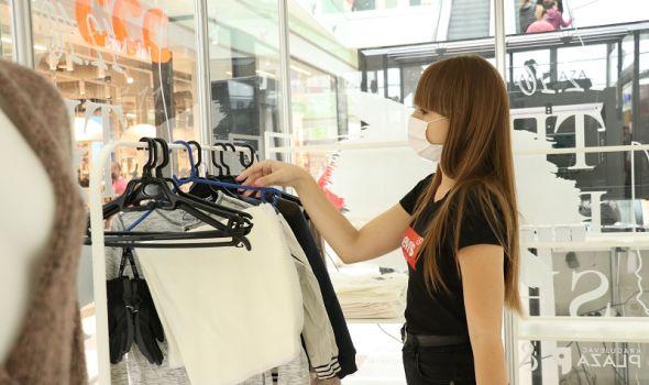 Kragujevčani donirali rekordnih 3,6 tona garderobe tokom tri nedelje rada Empty Shop-a (FOTO)