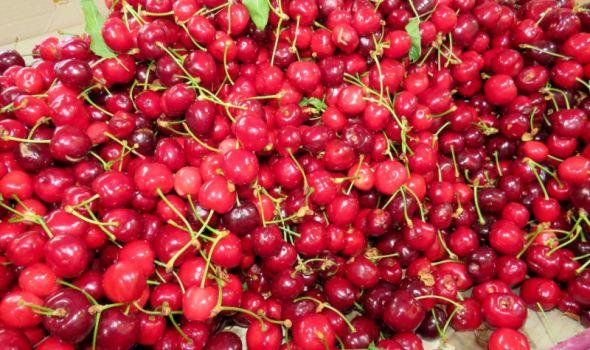 Analiza: Voće i povrće na pijacama bezbedni za ishranu, među mlečnim proizvodima neispravni