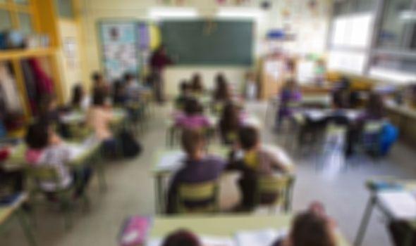 U Kragujevcu od početka školske godine Koronom zaraženo 420 đaka: Kombinovana nastava za 7. i 8. razred, srednjoškolci ONLAJN