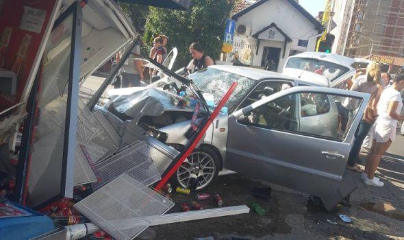 NA ISTOJ RASKRSNICI DVA UDESA: Radnicu vatrogasci izvlačili iz demolirane trafike u koju je uleteo automobil (FOTO)
