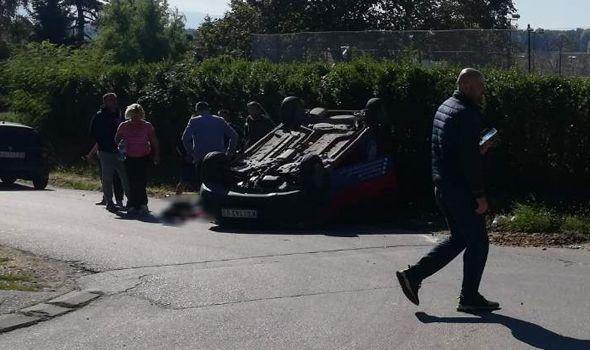 UDES u Vinogradima: Auto se prevrnuo na krov (FOTO)