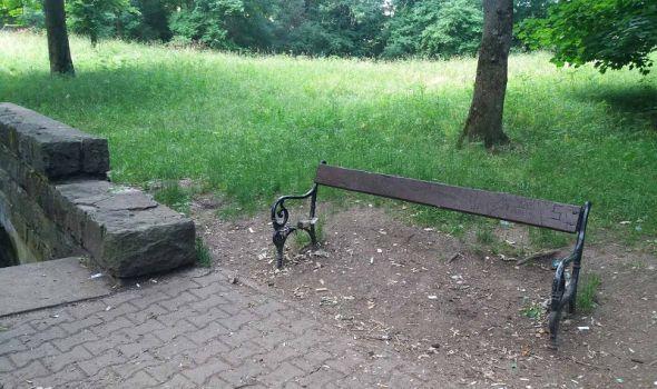 Parkovski mobilijar na meti vandala, pojedine klupe potpuno opustošene (FOTO)