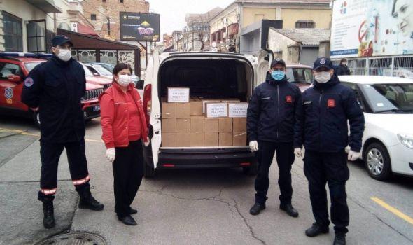 Human gest pripadnika UVS Kragujevac: Paketi sredstava za higijenu za najugoroženije sugrađane (FOTO)