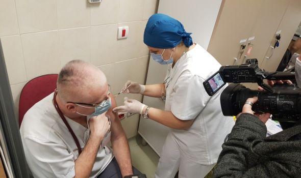 """U Kragujevcu do sada vakcinisano oko 770 zdravstvenih radnika i korisnika Gerontološkog centra i Zavoda """"Male pčelice"""""""