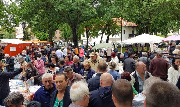 Vašarska atmosfera: Raznovrsna ponuda u centru Kragujevca (FOTO)