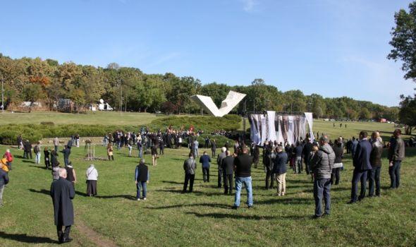 "VELIKI ŠKOLSKI ČAS: Izvedena drama ""Izrešetane duše"" u znak sećanja na žrtve kragujevačkog oktobra (FOTO)"