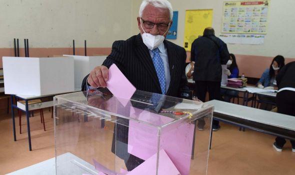 Kragujevački POLITIČARI na biralištima (FOTO)
