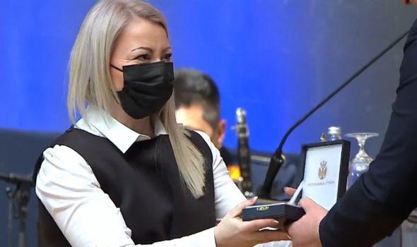 Zlatnom medaljom Vučić odlikovao i glavnu sestru KC Kragujevac Vesnu Kazaković: Ovo je priznanje za sve moje kolege