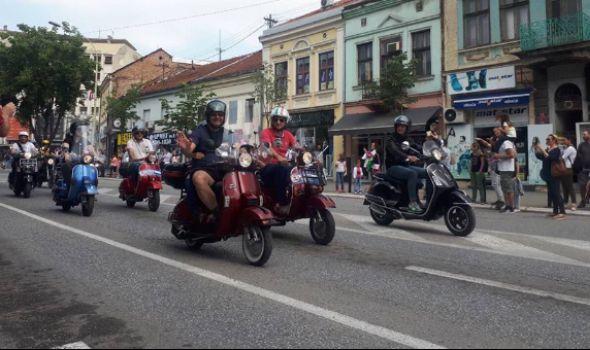 VESPA MATINE: Okupljanje ljubitelja Vespe u Kragujevcu (FOTO)