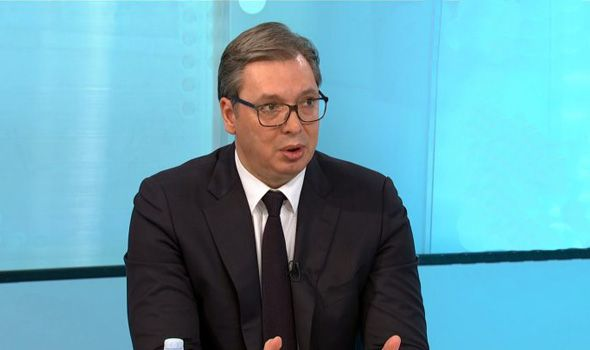 Vučić: U maju i novembru po 30 evra svim građanima, penzionerima još 50 evra