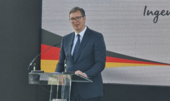 Vučić: Penzionerima na poklon od države po 20.000 dinara
