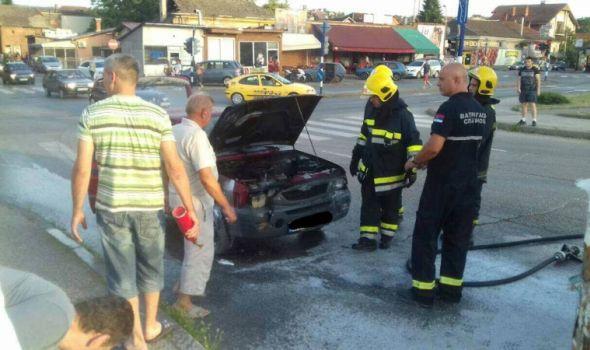 """Pakao na ulicama Kragujevca: Automobili se samozapaljuju, """"kuvaju"""" i vozači i motori"""
