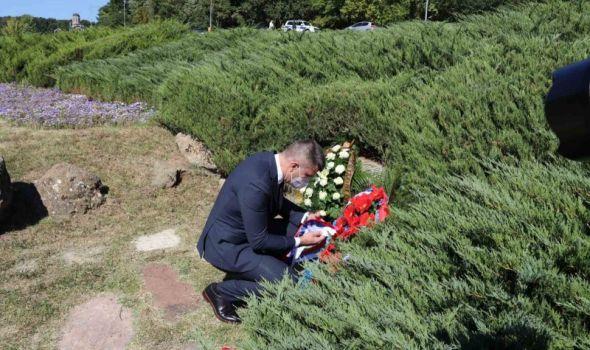 """JOŠ JEDAN ISPAD OKO NAZIVA spomenika u Šumaricama: Na B92 zove se """"VE 3"""", a MINISTARSTVO tek pokazalo svoju BRUKU! (FOTO)"""