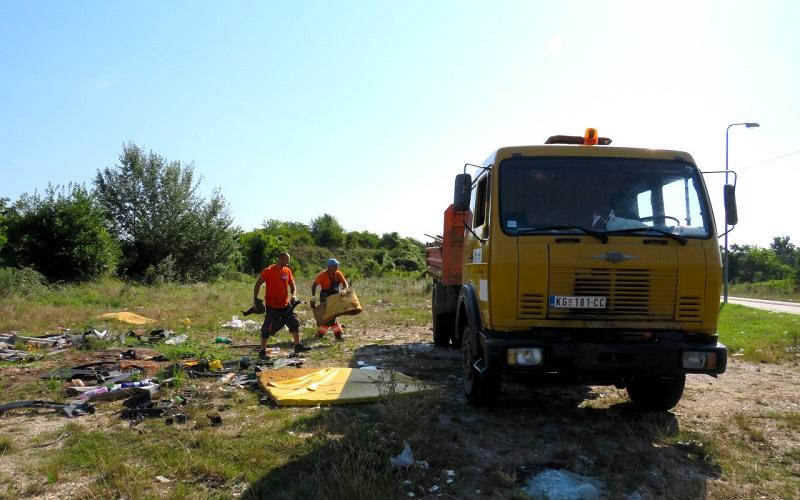 Čišćenje i uklanjanje divlje deponije u Erdeču (FOTO)