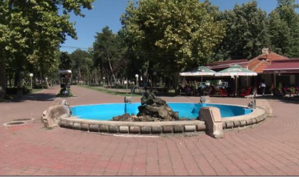 U Velikom parku postavljene nove klupe, obnovljena i fontana