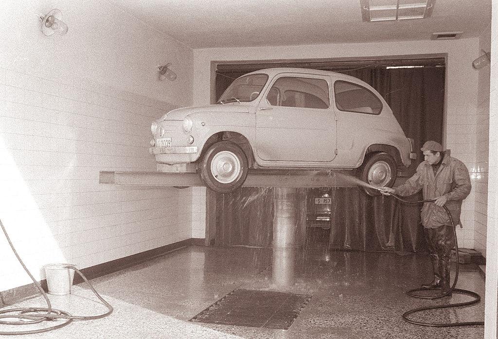 1024px Prenovljeni avtomaterial avtomobilska servisna delavnica 1961 3