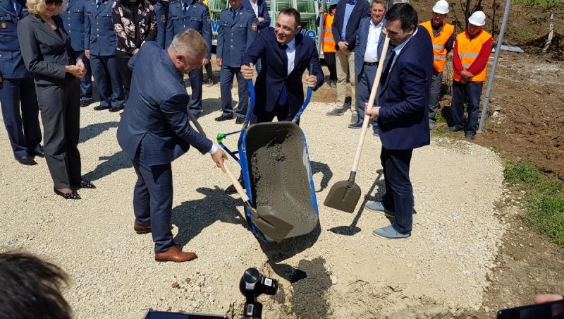 Pocela Izgradnja Jeftinih Stanova Ministar Vulin Polozio Kamen
