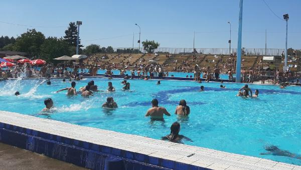 Počinje kupališna sezona na bazenima i Šumaričkom jezeru: Besplatan ulaz za osnovce i srednjoškolce