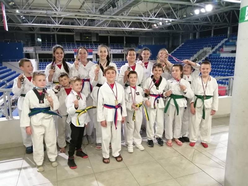Članovi Tekvondo akademije Kragujevac osvojili 16 medalja u Zrenjaninu