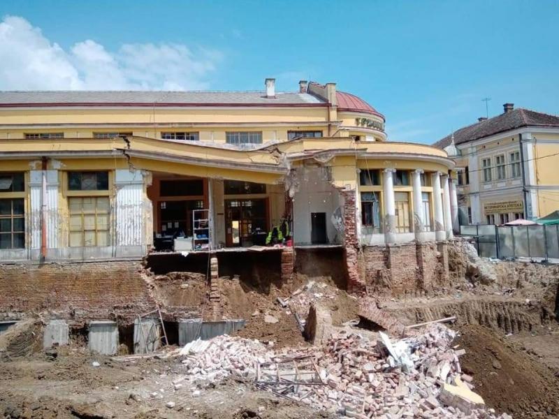 SKANDAL: U toku rekonstrukcije URUŠILA SE ZGRADA TRŽNICE, spomenik kulture iz 1928. godine!