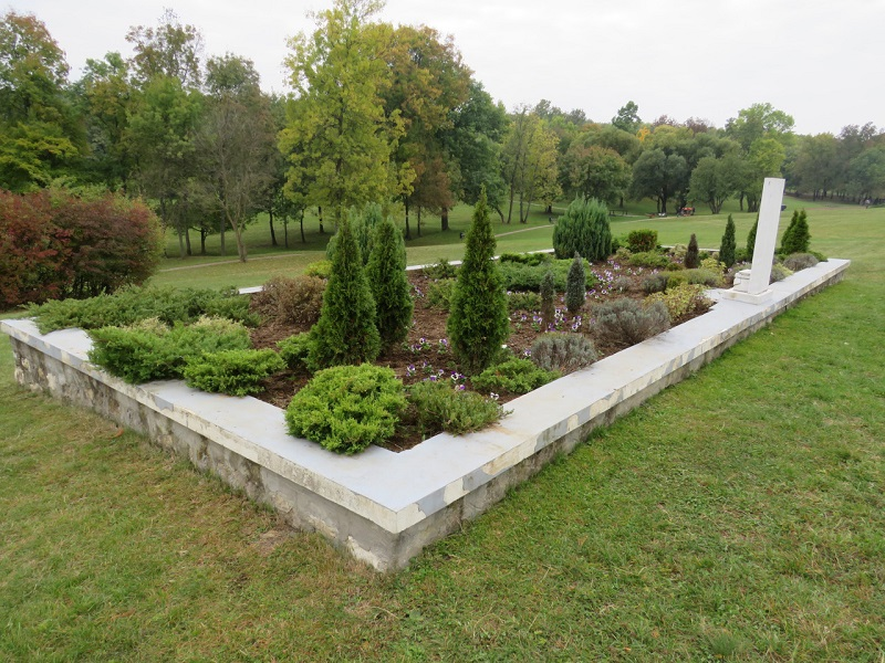 Uređenje Spomen-parka: Nove sadnice, staze, klupe... (FOTO)